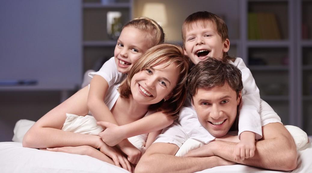 Семейное фото в постели 10 фотография